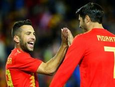 Alba ve a Morata de azulgrana. AFP