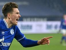 Hoppe le dio la primera victoria en casi un año al Schalke 04. AFP