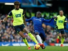 El jugador del Huddersfield recibió insultos racistas. AFP