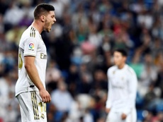 Jovic, 'castigado' por su seleccionador. AFP