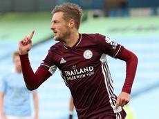Jamie Vardy marcou dois gols de pênalti e um de letra. AFP