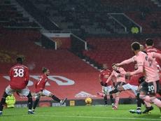 Un colista casi desahuciado conquista Old Trafford. AFP