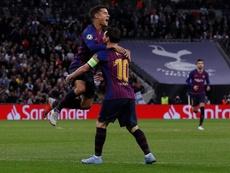 Messi difende Coutinho. AFP