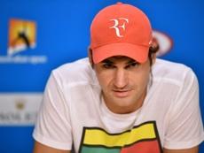 Federer le agradece el compromiso a Matías Delgado. AFP