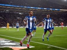 Alex Telles se acerca al Chelsea. AFP/Archivo