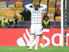 Lukaku, tocado, es duda para jugar ante el Madrid. AFP