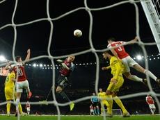 Denis jugó en el triunfo del Arsenal. AFP