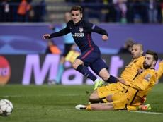 Piqué habló sobre la posibilidad del traspaso del galo al Barça. AFP