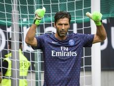 Buffon logró su primer título con el PSG. AFP