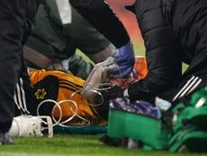 Raúl Jiménez podría verse obligado a jugar con casco. AFP