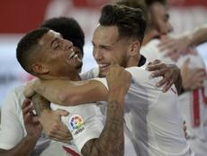 Sevilla e Betis se enfrentaram no clássico que marcou o retorno do futebol espanhol. AFP