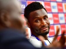 Obi Mikel también está sin equipo. AFP