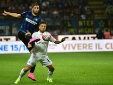 Davide Santon (i) se formó en las categorías inferiores del Inter. AFP