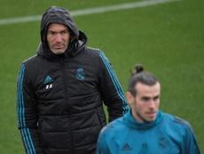 Zidane y Bale, cariños y suplencias. AFP