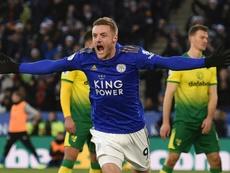 Jamie Vardy se mantém no topo da lista de artilheiros da Premier League. AFP