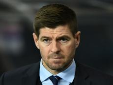 Steven Gerrard respondió alto y claro a la prensa. AFP