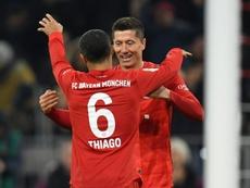 El Bayern le da la mano a la Bundesliga. AFP