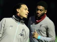 Van Dijk s'entraîne avec le ballon à Dubaï. AFP