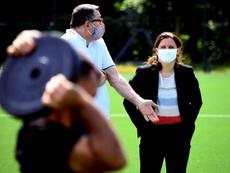 Ministra francesa defende encerramento da Ligue 1. AFP