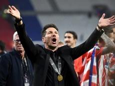 Simeone habría pedido cinco 'kilos' más de sueldo. AFP