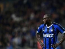 Shaw no dudó en acordarse de Lukaku tras la eliminación del Inter. AFP
