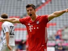 Lewandowski avanzó  hacia la Bota de Oro. AFP