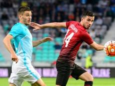 El futbolista podría volver a la Premier tras su paso por Turquía. AFP