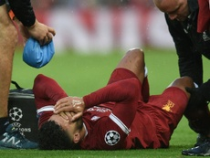 Oxlade-Chamberlain se destrozó la rodilla ante la Roma. AFP