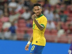 Mané agua la fiesta de Neymar. AFP