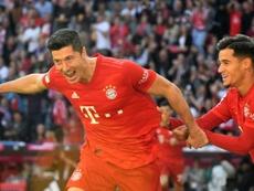 Lewandowski chega a nove gols em cinco rodadas. AFP
