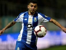 Layún cree que el Sevilla es el salto de calidad que busca Corona. AFP