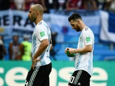 Mascherano habló sobre la salida frustrada de Messi. AFP
