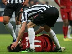 Salah sai de campo de maca e chorando. AFP