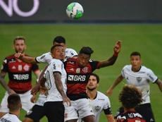 Flamengo chega ao Brasil com alerta ligado para a Covid-19. AFP