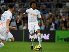 El Marsella rechazó la oferta del Fenerbahçe por Luiz Gustavo. AFP