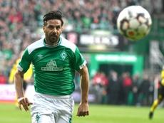 Claudio Pizarro va jouer une saison de plus au Werder Brême. AFP/Archivo