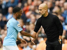 Guardiola quiso quitarle peso a Sterling. AFP