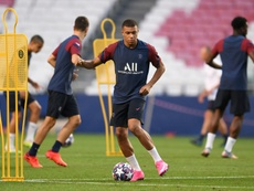Mbappé volvió a entrenar, pero podría no poder jugar. AFP/Archivo