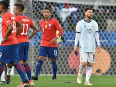 A Argentina vence o Chile mas Messi acaba expulso. Twitter