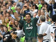 Buffon é uma lenda viva do futebol. AFP