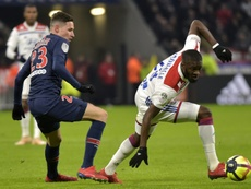 Ndombélé puede ser baja frente al Barça. AFP