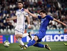 La Juventus incluiría a dos jugadores en la operación para atar a Chiesa. AFP