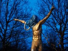 La estatua de Ibrahimovic volvió a ser asaltada. AFP