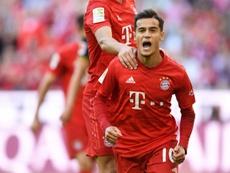 Un compatriota le recomienda a Coutinho seguir en el Bayern. AFP