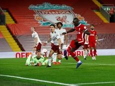 Des Gunners déçus après la défaite à Anfield. EFE
