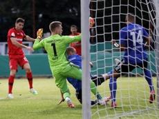 El Leverkusen no tuvo piedad de su rival. AFP