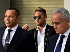 Les ultras ont adressé un message au père de Neymar. AFP