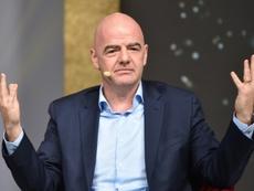 Infantino explicó que la FIFA protegerá el fútbol femenino tras la pandemia. AFP