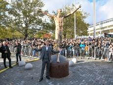 La estatua de Ibrahimovic tiene algunos fallos. AFP