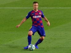 Miguel Rico cuestionó la idea de Arthur de viajar a Barcelona. AFP